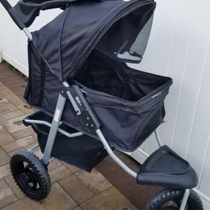 Dog/cat Deluxe Folding Stroller Paws & Pals Deluxe Fold for Sale in Old Bridge Township, NJ
