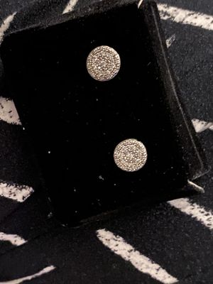 Diamond earrings 1/4 ct tw round-cut white gold 10k for Sale in Phillips Ranch, CA