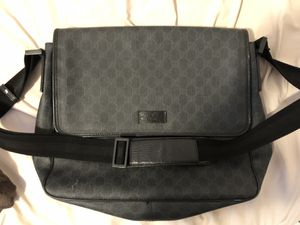 GUCCI MESSENGER BAG for Sale in Seattle, WA