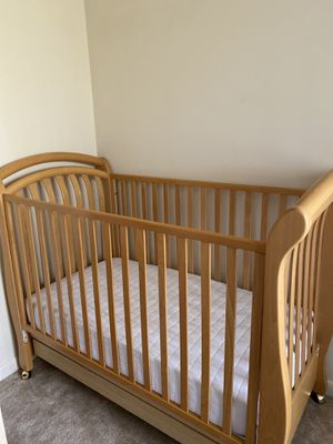 Baby toddler crib for Sale in Woodbridge, VA