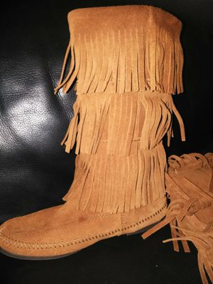 Fringe boots size 8 Minnetonka for Sale in Suitland, MD