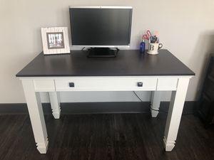 Desk w/ Keyboard Drawer for Sale in Nashville, TN