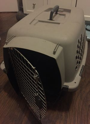 Medium crate for cat or dog for Sale in Chicago, IL