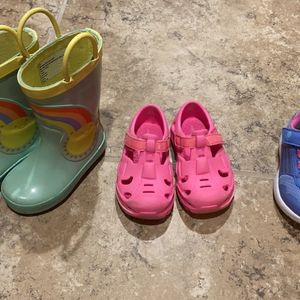 Toddler Girls Shoes for Sale in Pleasant Hill, IA