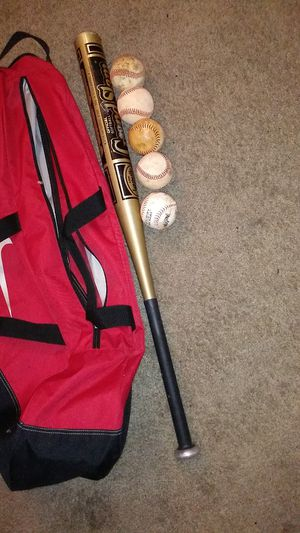Baseball set without gloves for Sale in Henderson, NV