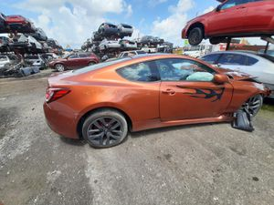Hyundai genesis 2013 only parts engine and transmission good for Sale in Miami Gardens, FL