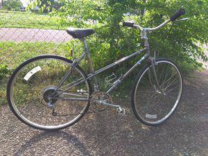 5'4-5'11 garage kept Fuji mixtie comfort road bike for Sale in Nashville, TN
