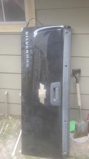 Silverado 07-13 damaged Black Tailgate/w OEM bedliner for Sale in Houston, TX