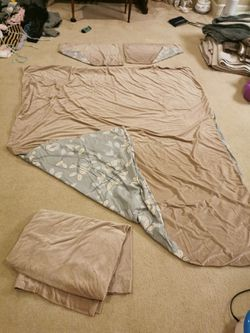 4 pcs two side bed cover set for Sale in Portland,  OR