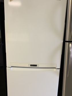 "White Bottom Freezer Refrigerator 33"" Wide for Sale in Fort Lauderdale,  FL"