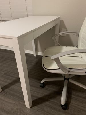 Desk and Desk Chair for Sale in Austin, TX