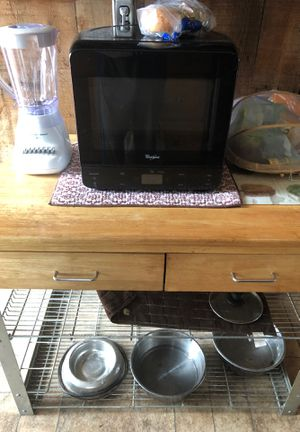 Kitchen mate plus microwave and blender for Sale in Haddon Heights, NJ