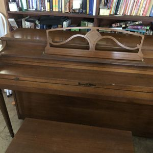 PIANO - Henry Miller ***Free**** for Sale in Azusa, CA
