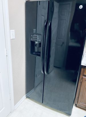 GE double door refrigerator for Sale in Lewisville, TX