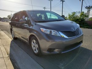 2014 Toyota sienna L for Sale in Vallejo, CA