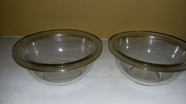 "Pyrex (2) 7"" clear round bowls"