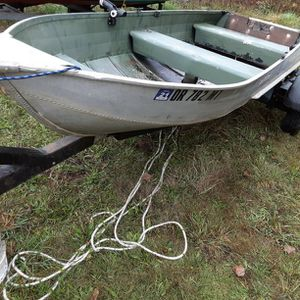12 Foot Aluminum boat, Clean Title, Great Trailer. for Sale in Portland, OR
