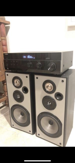 Stereo system. Insignia AM/FM stereo receiver NS-R2001 And pioneer speakers Great sound👍🏻 for Sale in Las Vegas, NV
