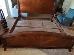 Bed king frame for Sale in Orlando, FL