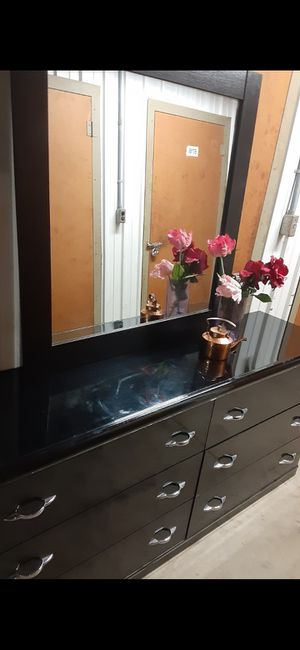 QUALITY BLACK LONG 6 DRAWERS WITH BIG MIRROR ALL DRAWERS SLIDING SMOTHY for Sale in Fairfax, VA
