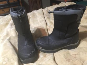 Snow boots rain boots size 3 youth for Sale in Atlanta,  GA