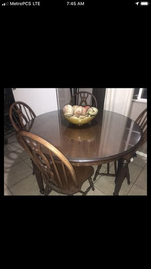 Beautiful Antique Dining room with (6) chairs $100 for Sale in Fountain Valley, CA