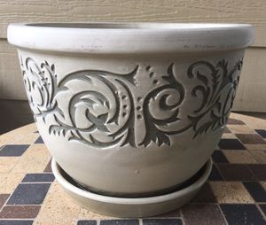 Light grey decorated ceramic plant pot for Sale in Richardson, TX
