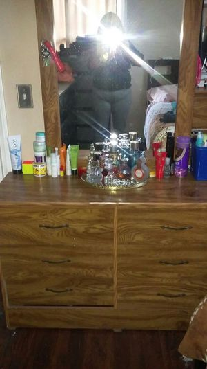 Dresser with mirror and dresser too in good condition for Sale in San Diego, CA