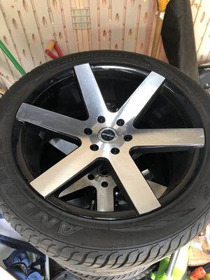 22 inch strada rims and tires 305/40r22 for Sale in Oceanside, NY