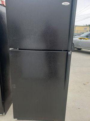 Whirlpool 18 cuft fridge for Sale in Anaheim, CA