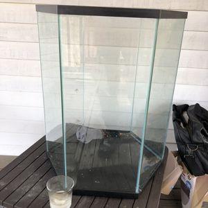 20 Gal Fish tank for Sale in Upper Marlboro, MD