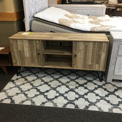 RUSTIC WOOD TV STAND for Sale in Stafford,  TX