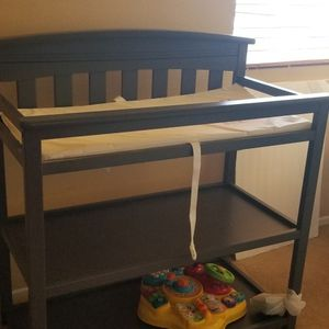 Baby changing table w Pad for Sale in Upland, CA