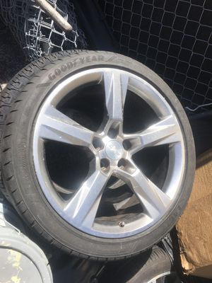 2018 chevy Camaro SS rims 1 front 1 back $300 for Sale in Miami, FL