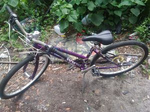 Womens Raleigh 18 Speed Eva 20 Purple Bicycle for Sale in Orlando, FL