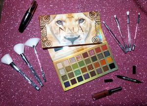 Set de Maquillaje Makeup Eyeshadow Palette Brush Set Matte Lipstick Gift Set San Valentine's Day for Sale in Houston, TX