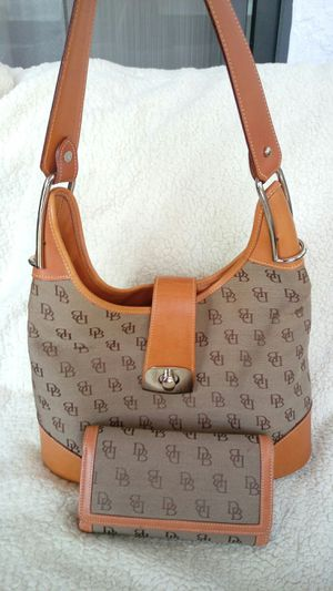 Dooney and Bourke Turnlock Hobo Bag with Wallet for Sale in Saint Cloud, FL