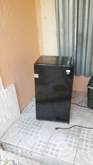 Smal refrigerator 50 dollars for Sale in Lake Worth, FL