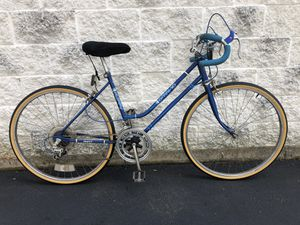 """Women's Huffy 10-speed road bike w/ 18"""" (46cm) frame for 4'11"""" to 5'6"""" for Sale in Boston, MA"""