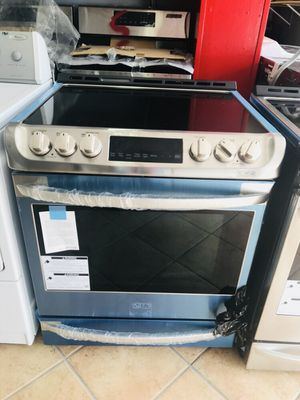 New 6.3 CuFt LG Slide in Convection oven for Sale in Pembroke Pines, FL