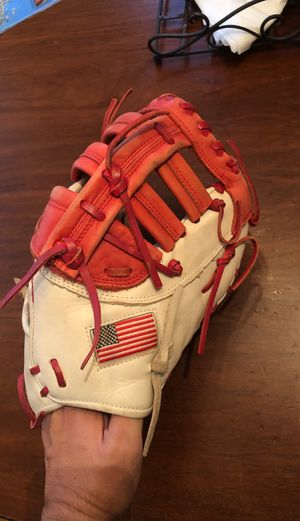 Worth Liberty first baseman baseball/softball glove for Sale in Los Angeles, CA