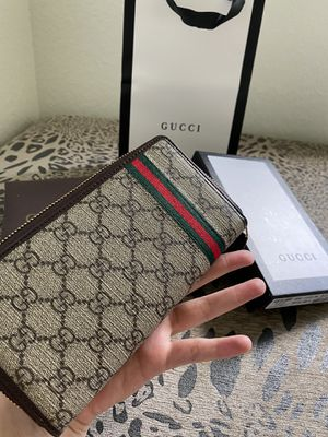 Gucci Web GG Supreme zip around wallet for Sale in Pembroke Pines, FL