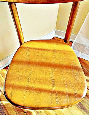 Wooden Shelby Williams Industries MCM chairs (4) with leather seat cushion. for Sale in Paterson, NJ