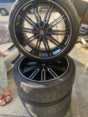 SEVIZIA 22 '' inch rims 5 lugs with LYONHART tires with 60% thread on them for Sale in Irwindale, CA