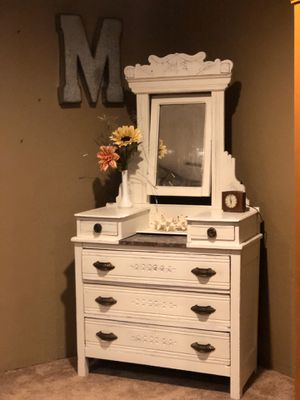 Vintage dresser beautiful chalk painted for Sale in Beaumont, TX