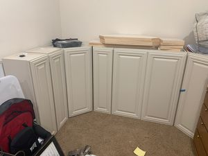 Upper kitchen cabinets (new) for Sale in Milton, WA
