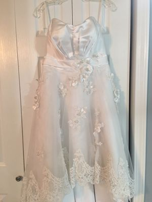 Low high wedding dress, new, perfect for a rock and roll wedding size 6 for Sale in Bensenville, IL