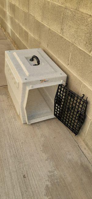 Ruff tough medium sized kennel crate for Sale in Gardena, CA