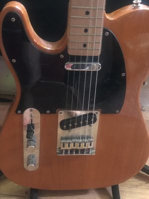 Squire Left handed electrical guitar for Sale in Janesville, WI