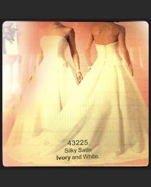 White wedding dress size 4 for Sale in Pico Rivera, CA